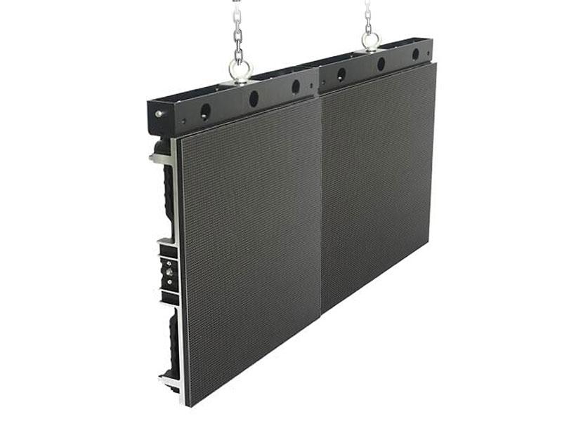 instalacion-suspendida-pantalla-led-retail